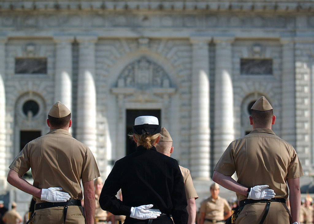 US_Navy_100324-N-3857R-005_U.S._Naval_Academy_Midshipmen_participate_in_a_practice_parade_on_the_academy_campus