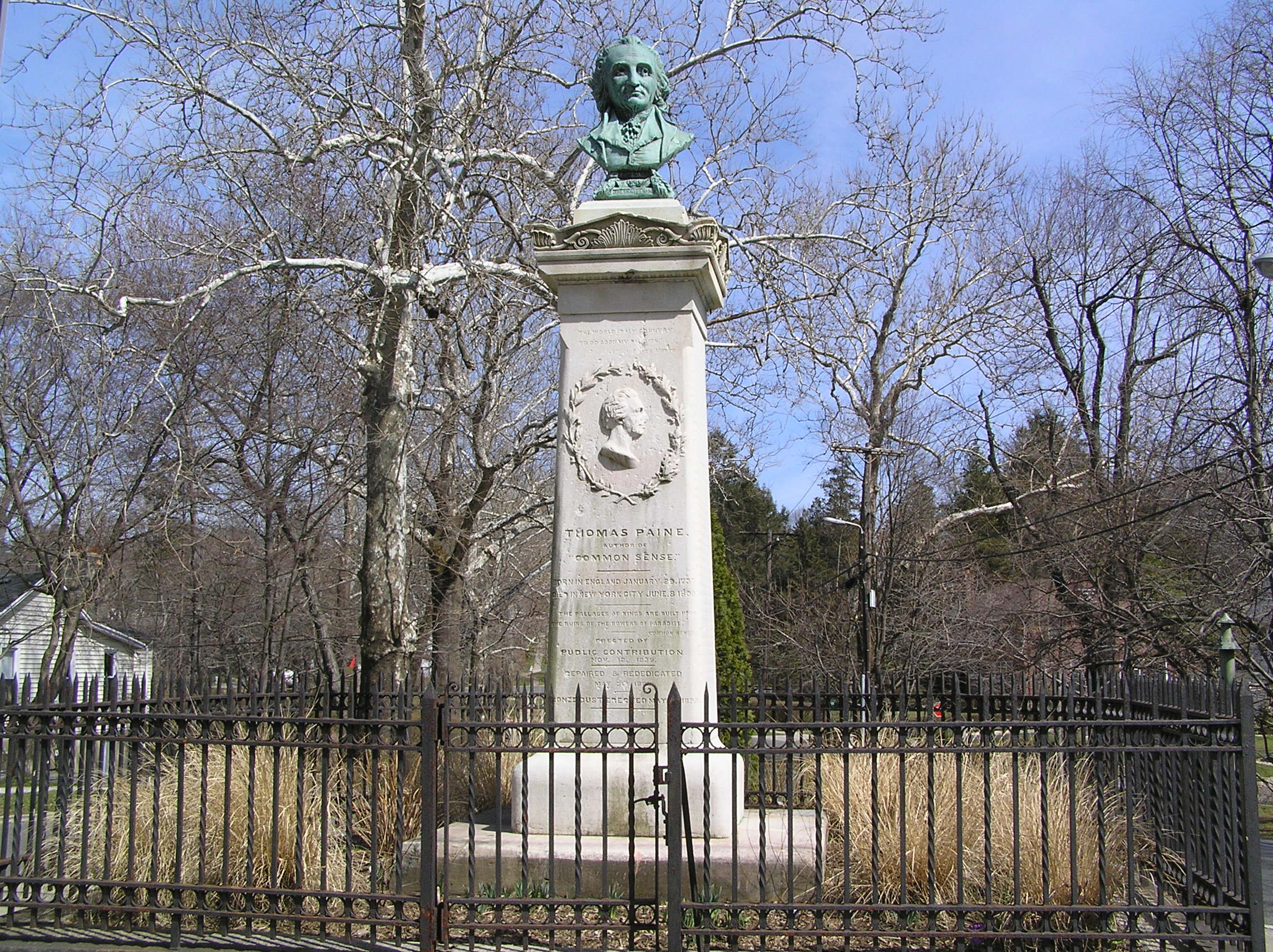 Thomas Paine's monument on North Avenue in New Rochelle, New York. Image Source: Wikipedia