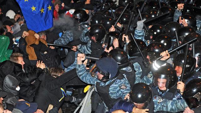 Demonstrators clash with riot police in Kiev