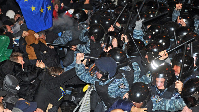 Demonstrators clash with riot police in Kiev