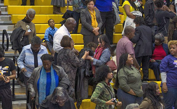 Now it's Wisconsin: Blacks leave rally before Obama finishes speaking