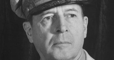 douglas macarthur essay Is douglas macarthur a true american hero just who is this man that is so famous in our american history books douglas macarthur, who eventually trained at west point was born in the year of 1880 to a military family.