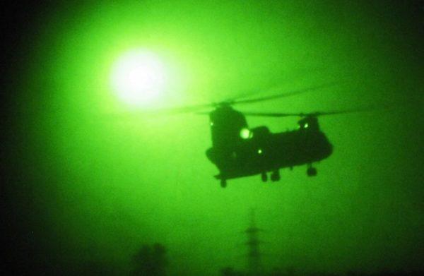 ch-47_chinook_flying_night_vision-676x441