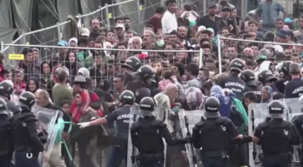 REFUGEES CLASH WITH HUNGARIAN POLICE – YOUTUBE.COM/RT