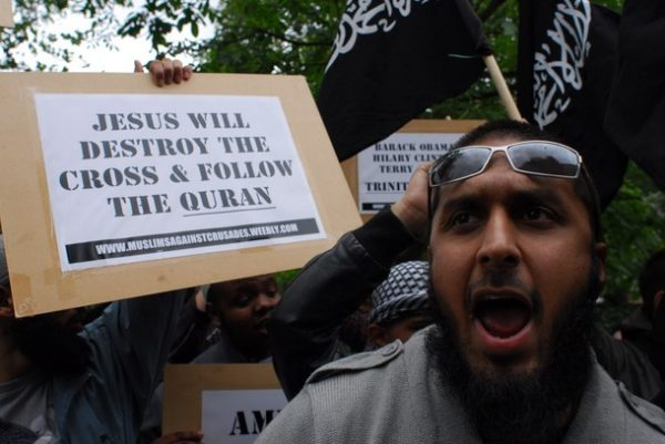 uk-muslims-attack-christianity (1)