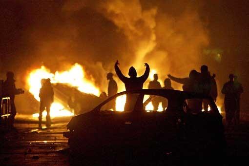 Muslims-car-burning-France