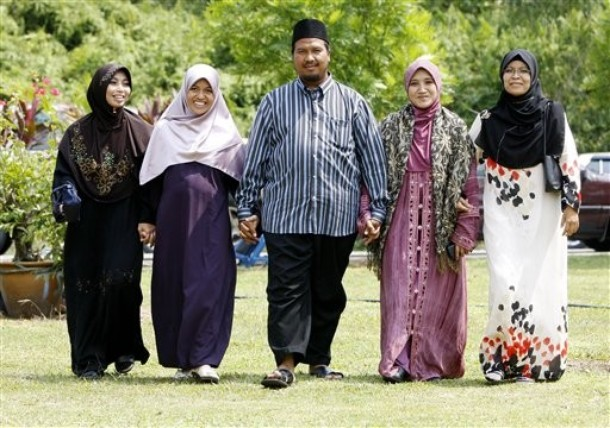 Polygamy Websites Quickly Attract 100,000 Western Muslims, United States #1