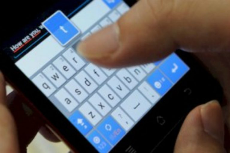 Pastor Commits Suicide after Accidentally Texting Nude Photos of Himself to Church Group