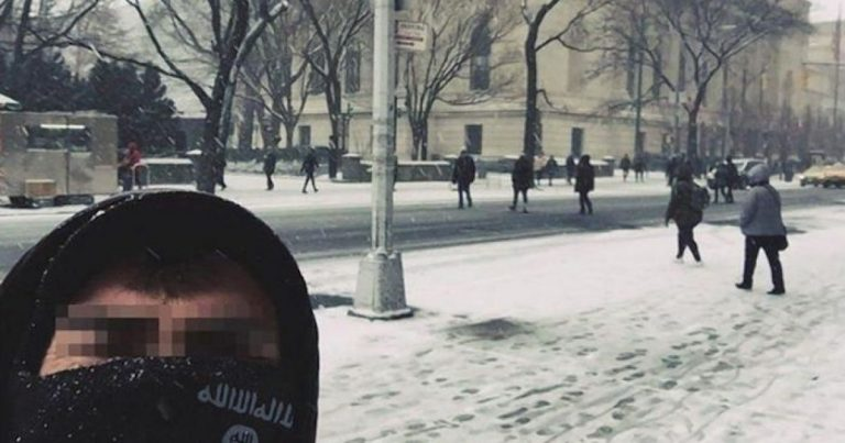 """Media Pixelates Face of Islamic State Jihadi Who Posted Selfie from NYC: """"We are in your own Backyard"""""""