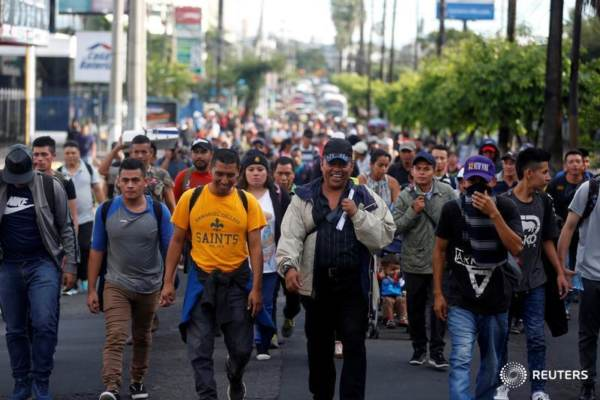 1000s of Migrants Line Up for Food in Tijuana, ALL MEN, NO Women or Children
