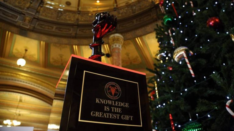 Illinois: Satanic Temple Will Display Statue in State Capitol Building for Christmas