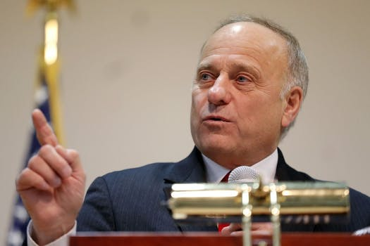 Steve King Receives Hero's Welcome At Iowa Town Hall Despite GOP Blackballing