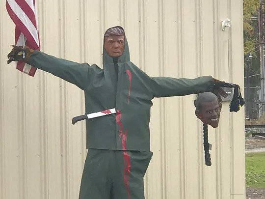 Michigan: HALLOWEEN Display of Trump Holding Obama's Head on Noose Draws Outrage — No Outrage Over the Bloodied Machete Sticking Out of Trump's Chest