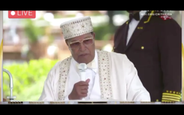 """Don't Let Them Vaccinate You"": Farrakhan Warns Africans That Dr. Fauci Is Trying To Kill Them"