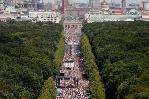 COVERING UP THE AWAKENING – MASSIVE LOCKDOWN PROTEST IN BERLIN DOWNPLAYED AND DEMONIZED BY MSM