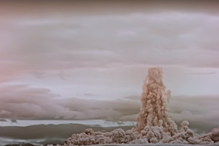 """RUSSIA DECLASSIFIES FOOTAGE OF BIGGEST NUKE EVER TESTED: """"MUSHROOM CLOUD 7 TIMES HIGHER THAN EVEREST"""""""