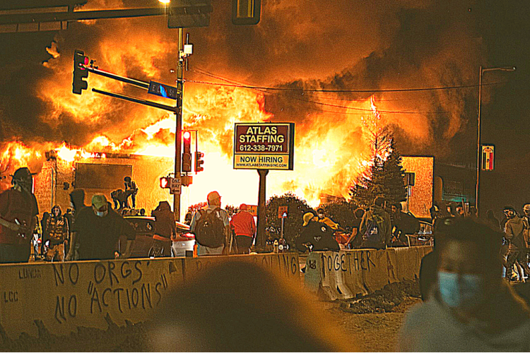 """A Terrifying Eye-Witness Account of the Kenosha Riots: """"Everyone in the city was getting ready for a war."""""""