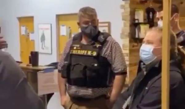 "Buffalo, NY: Business Owners Kick Out Sheriff & ""Health Inspector"" Trying To Impose Cuomo's Unconstitutional Orders (Video)"