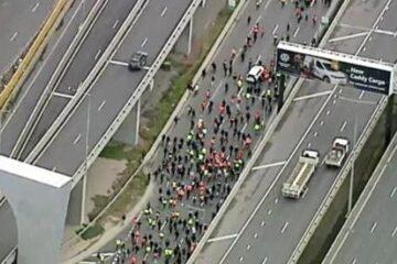 20,000 Australians Shut Down Melbourne Highway In Massive Lockdown Protest & It's Glorious! (Video)